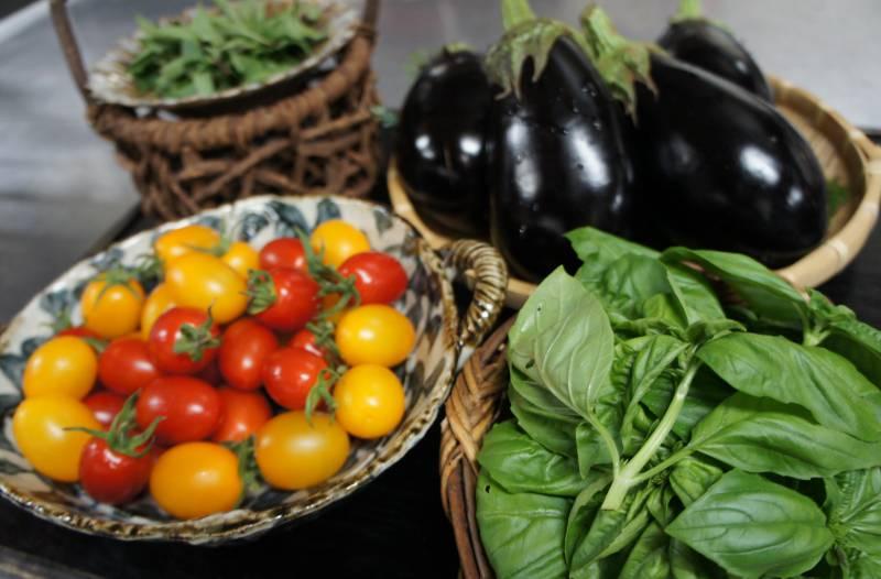 続々と地元野菜が届きます。